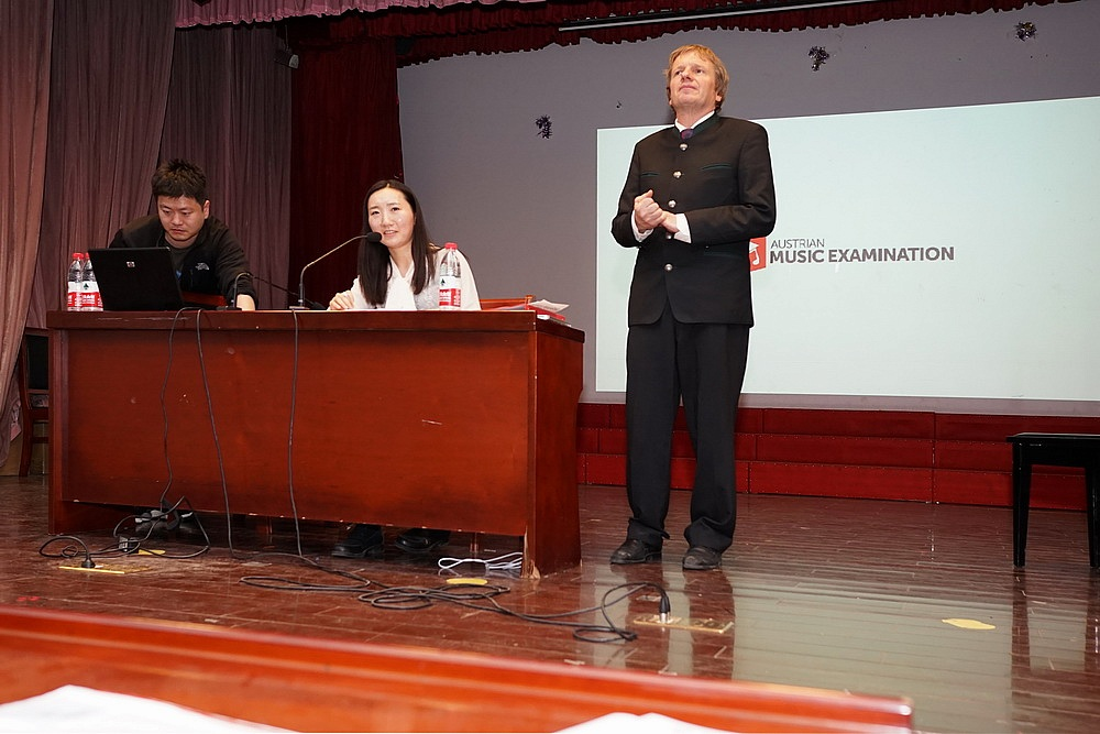 "Lecture ""How to build a livelong relationship with classical music"" at Songjian Middle School"